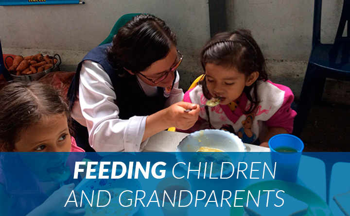 feeding-children-grandparents